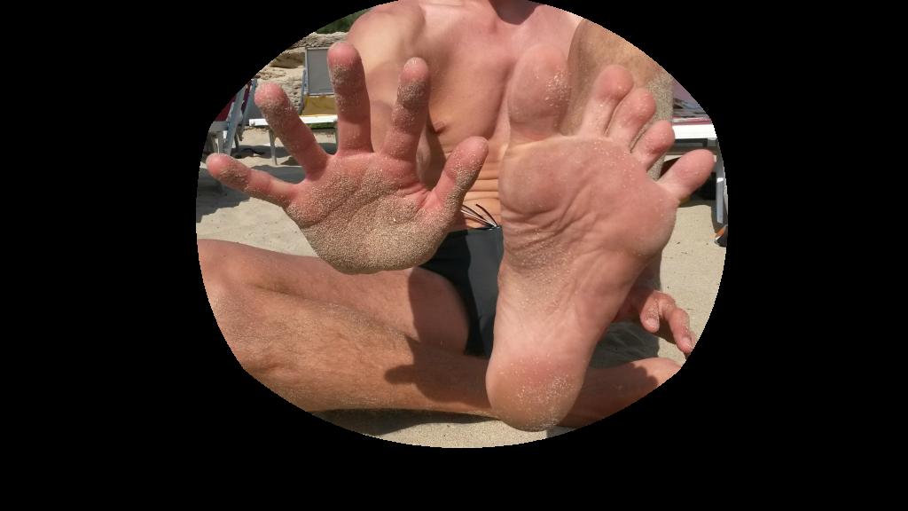 Noha s rukou oříz